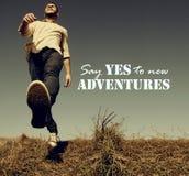 Sagen Sie ja zur neuen Abenteueridee - Weinleseart Stockbilder