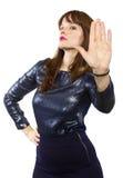 Sagende Frau nein mit Handzeichen lizenzfreies stockbild