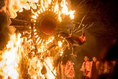Sagicho Matsuri, flotador ardiendo, año del gallo Fotografía de archivo