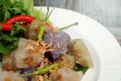 Sago wieprzowiny Tajlandia zakąski i deseru balowa tradycyjna kuchnia słuzyć z chłodnym i sałatą Zdjęcia Stock