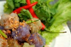Sago wieprzowiny Tajlandia zakąski i deseru balowa tradycyjna kuchnia słuzyć z chłodnym i sałatą Zdjęcie Stock