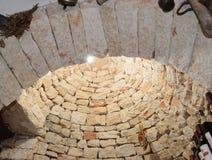 Sagolik trulli av Alberobello arkivbilder