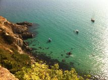 Sagolik tyst lagun med yachter. Fotografering för Bildbyråer