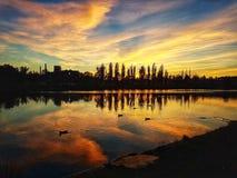 Sagolikt landskap i floden royaltyfria foton