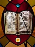 Sagrada Biblia del vitral Fotografía de archivo libre de regalías