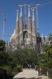 Sagrada Familia和起重机 库存照片