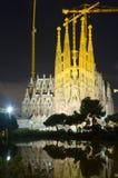Sagrada Familia在夜 巴塞罗那 免版税库存照片