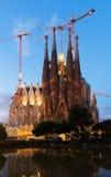 Sagrada Familia在微明下 巴塞罗那 库存照片