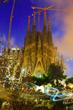 Sagrada Familia在晚上 巴塞罗那卡塔龙尼亚 库存照片