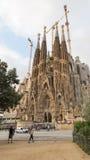 Sagrada Familia的教会的塔的看法 图库摄影