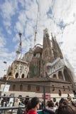 Sagrada Familia (Heilige Familie) Bezienswaardigheden bezoekende bus royalty-vrije stock fotografie