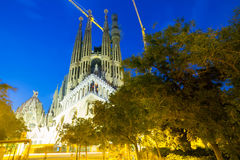 Sagrada Familia i Barcelona på sommarnatten, Catalonia Fotografering för Bildbyråer