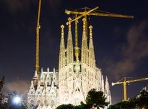 Sagrada Familia i mörk tid Barcelona Arkivbilder
