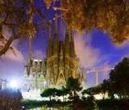 Sagrada Familia i skymning Barcelona Royaltyfri Foto