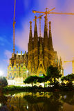 Sagrada Familia i skymning Barcelona Arkivbilder