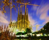 Sagrada Familia i skymning barcelona catalonia Fotografering för Bildbyråer