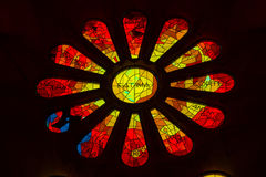Sagrada Familia - målat glass Rose Window Arkivbild