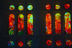 Sagrada Familia - målat glass Windows Arkivfoto