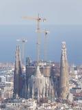 Sagrada Familia mot bakgrunden av medelhavet Fotografering för Bildbyråer