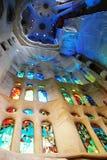 Sagrada Familia nach innen Stockfotos