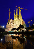 Sagrada Familia in nacht in Barcelona Stock Foto