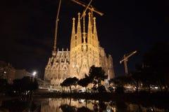 Sagrada Familia på natten Royaltyfria Foton