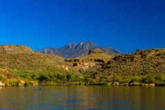 从Saguaro湖的看法 图库摄影