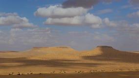 Sahara Desert, Tembaine, Túnez Paisaje típico almacen de metraje de vídeo