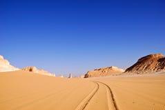 Sahara, die Straße in der Wüste stockfoto