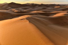 Sahara-Wüste bei Sonnenaufgang, Marokko stockfotografie