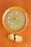 Sahne der Pilzsuppe- und Brotcroutons Stockfoto