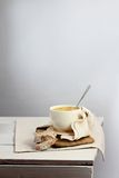 Sahnesuppe auf rustikaler Tabelle Stockfotografie