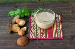 Sahnesuppe mit Pilzen Lizenzfreies Stockfoto