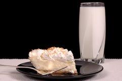 Sahnetorte und Milch der Ananaskokosnuß Lizenzfreies Stockbild