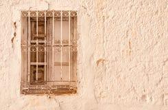 Sahnige alte Wand mit Fenster lizenzfreie stockfotografie