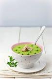 Sahnige Erbsen-Suppe Stockbild