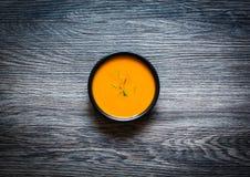 Sahnige köstliche Kürbis-Suppe des strengen Vegetariers Stockbild