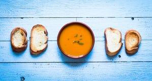 Sahnige köstliche Kürbis-Suppe des strengen Vegetariers Lizenzfreies Stockfoto