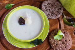 Sahnige Suppe des Brokkolis Stockbilder