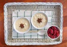 Sahniger Reispudding mit Himbeeren Lizenzfreies Stockbild