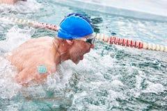 SAHYURTA, REGIÃO de IRKUTSK, RÚSSIA - 11 de março 2017: Copo de Baikal Competições interregionais da natação do inverno Imagens de Stock