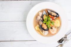 Sai do nam do goong de Tom Yum - sopa tailandesa do marisco imagens de stock