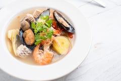 Sai do nam do goong de Tom Yum - sopa tailandesa do marisco fotos de stock