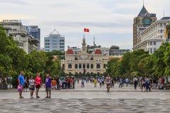 SAI GON,越南- 2016年4月14日:历史的人`委员会大厦在胡志明广场 库存照片