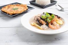 Sai nam goong Тома Yum - суп морепродуктов тайский стоковые изображения rf