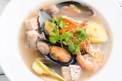 Sai nam goong Тома Yum - суп морепродуктов тайский стоковые изображения