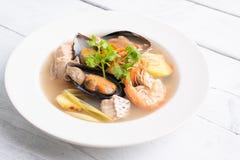 Sai nam goong Тома Yum - суп морепродуктов тайский стоковое фото