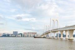 Sai Van Мост в Макао между островом Taipa и полуостровом Макао стоковые фотографии rf