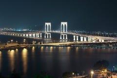 Sai Van Bridge alla notte Macao immagini stock