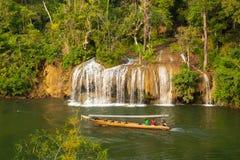 Sai Yok亚伊瀑布在泰国 免版税库存照片